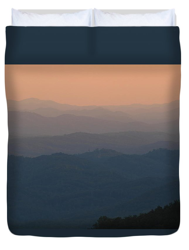 Tennessee Duvet Cover featuring the photograph Dusk Over The Mountains by Andrew McInnes