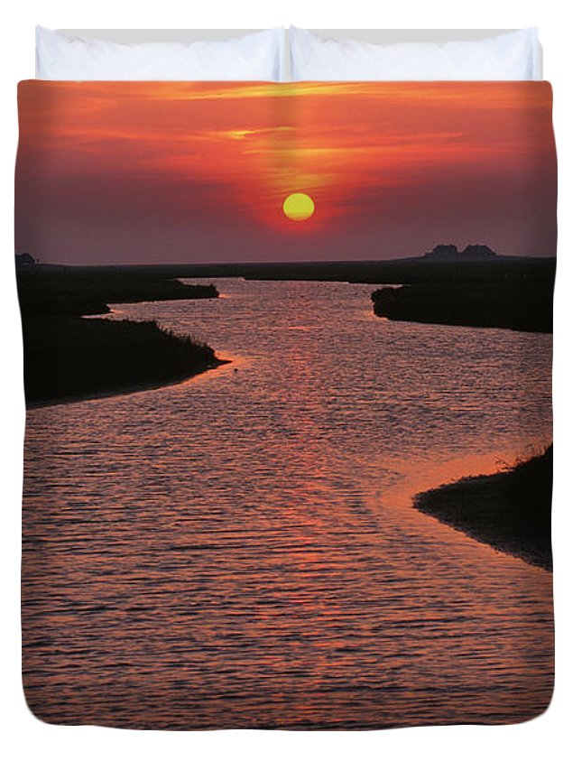 Beauty In Nature Duvet Cover featuring the photograph Dwelling Mounds In The Wadden Sea by Norbert Rosing