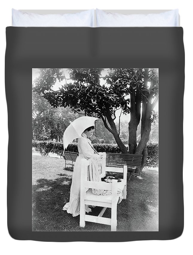 1904 Duvet Cover featuring the photograph Edith Roosevelt (1861-1948) by Granger