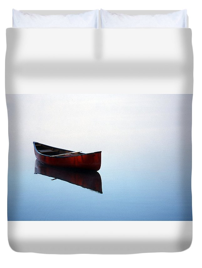 Canoe Duvet Cover featuring the photograph Elizabeth's Canoe by Skip Willits