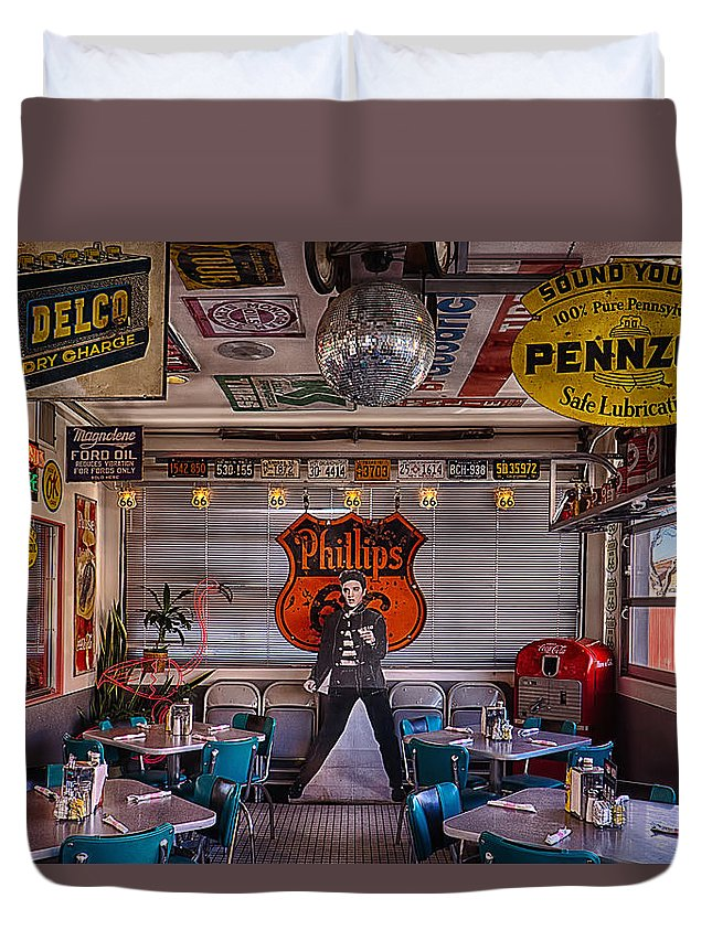 66 Diner Duvet Cover featuring the photograph Elvis Presley At Albuquerque's 66 Diner by Priscilla Burgers