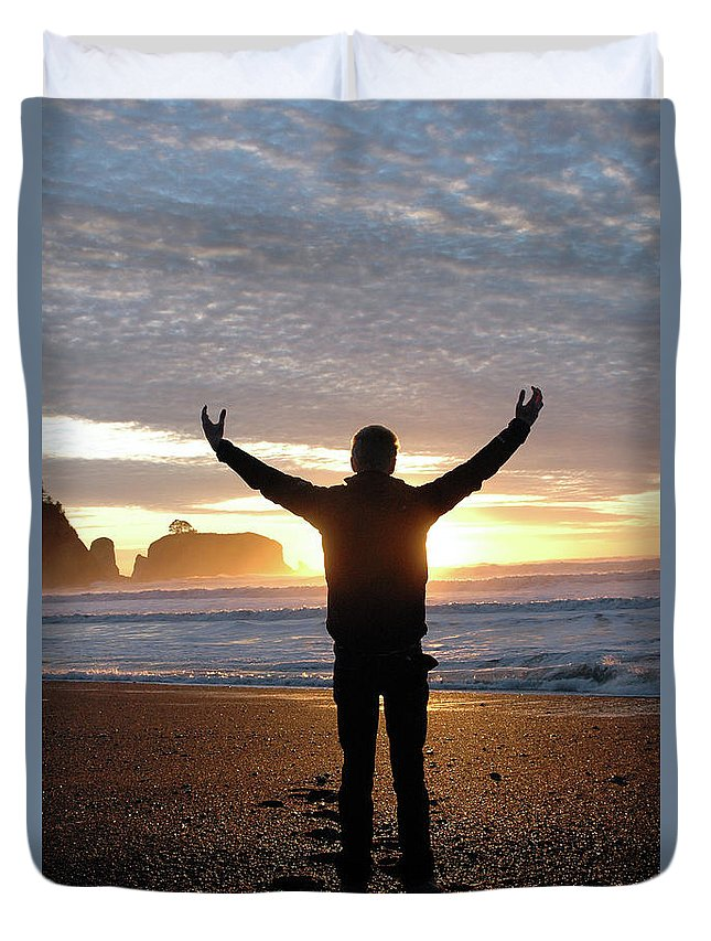 Sunset Photographs Duvet Cover featuring the photograph Embrace by Jill Westbrook
