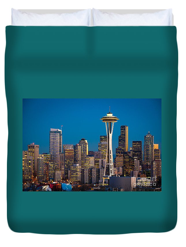 Seattle Duvet Cover featuring the photograph Emerald City Evening by Inge Johnsson