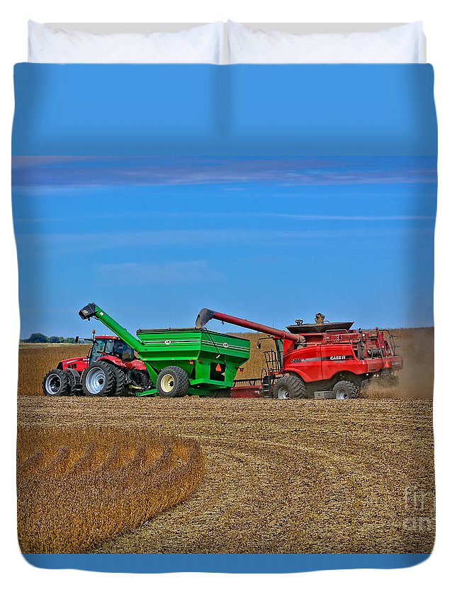 South Daakota Duvet Cover featuring the photograph Empty The Combine by M Dale