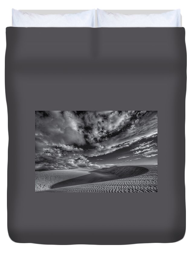 Oceano Duvet Cover featuring the photograph Endless Black And White by Beth Sargent