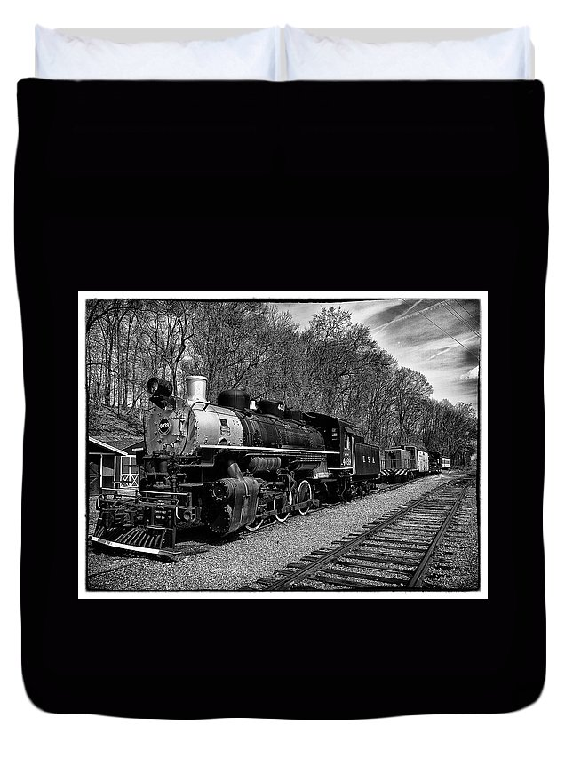 Train Duvet Cover featuring the photograph Engine 4039 by Wayne Gill