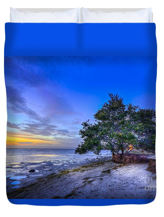 Seascape Duvet Cover featuring the photograph Evening Delight by Marvin Spates