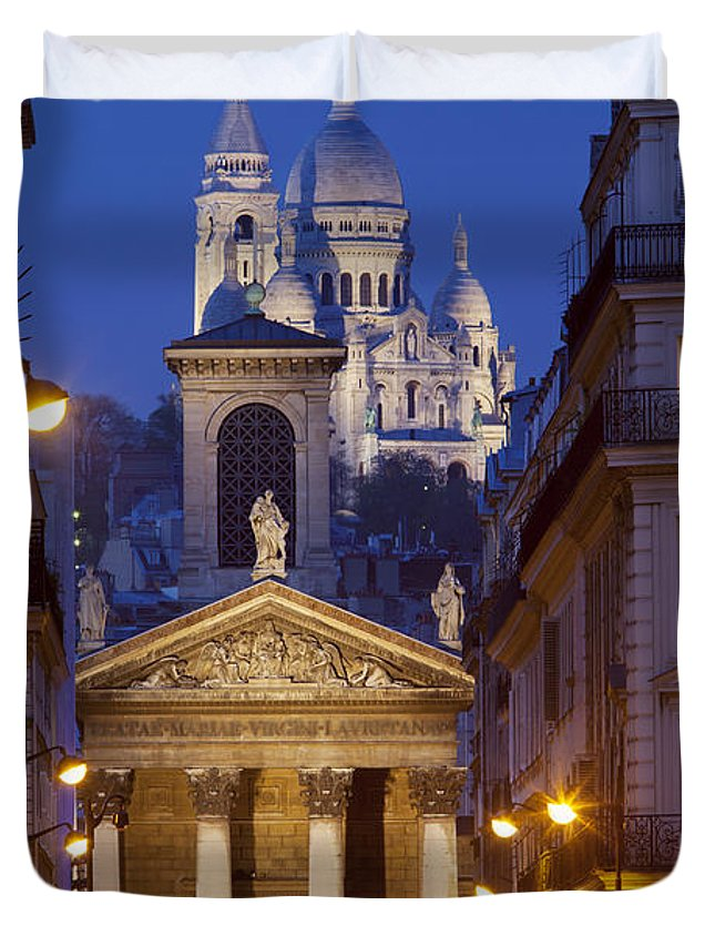 Architectural Duvet Cover featuring the photograph Evening In Paris by Brian Jannsen
