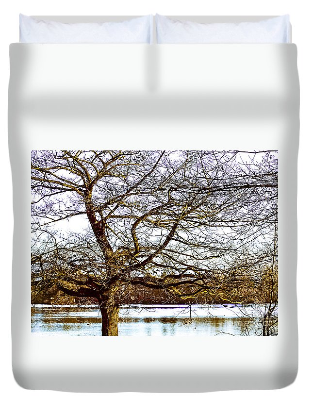 Peace Full Lake Duvet Cover featuring the photograph F2110989 by David Fabian