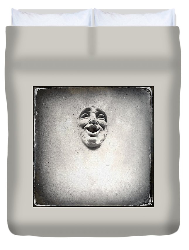 Sculpture Duvet Cover featuring the photograph Face In The Wall by H James Hoff