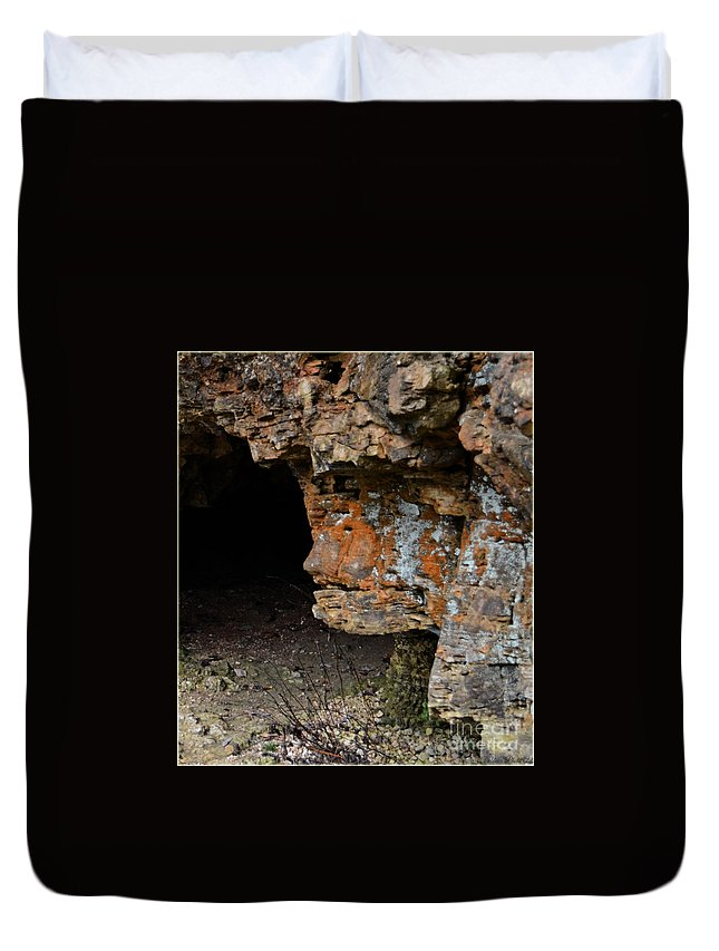 Face Duvet Cover featuring the photograph Natures Sclupture - Rock Face by Debbie Portwood