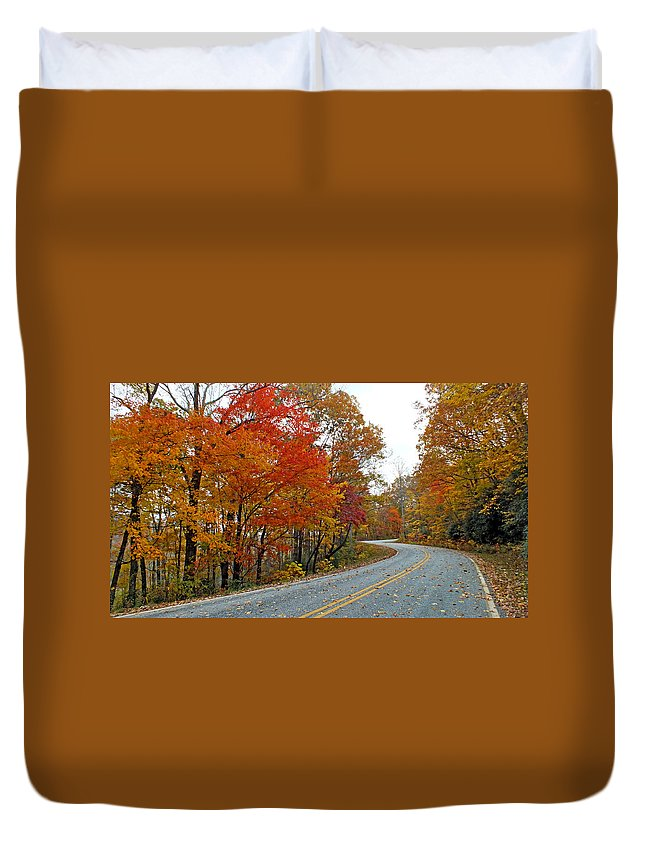 Duane Mccullough Duvet Cover featuring the photograph Fall Peak Along Slick Fisher Road by Duane McCullough