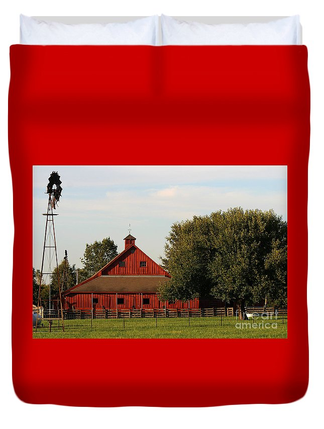 Agriculture Duvet Cover featuring the photograph Farm-3582 by Gary Gingrich Galleries