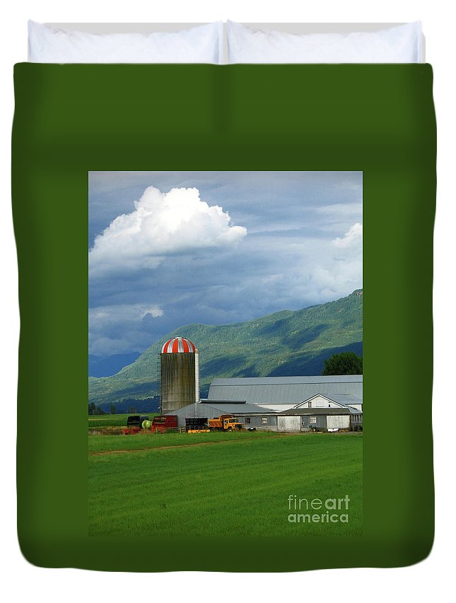Farm Duvet Cover featuring the photograph Farm In The Valley by Ann Horn