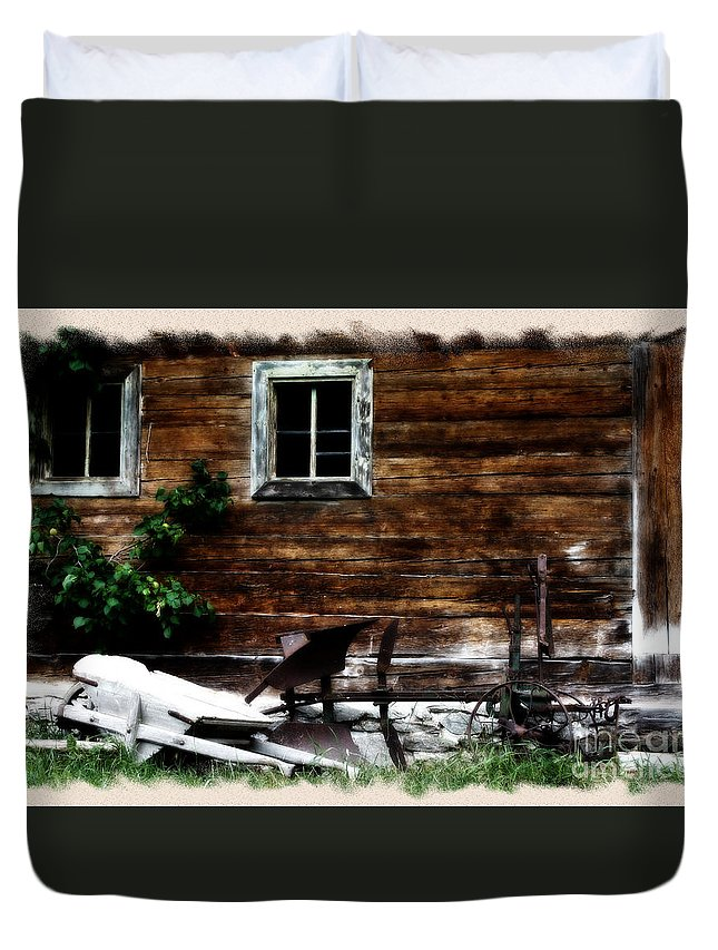 Austria Duvet Cover featuring the photograph Farmhouse by Ha Ko
