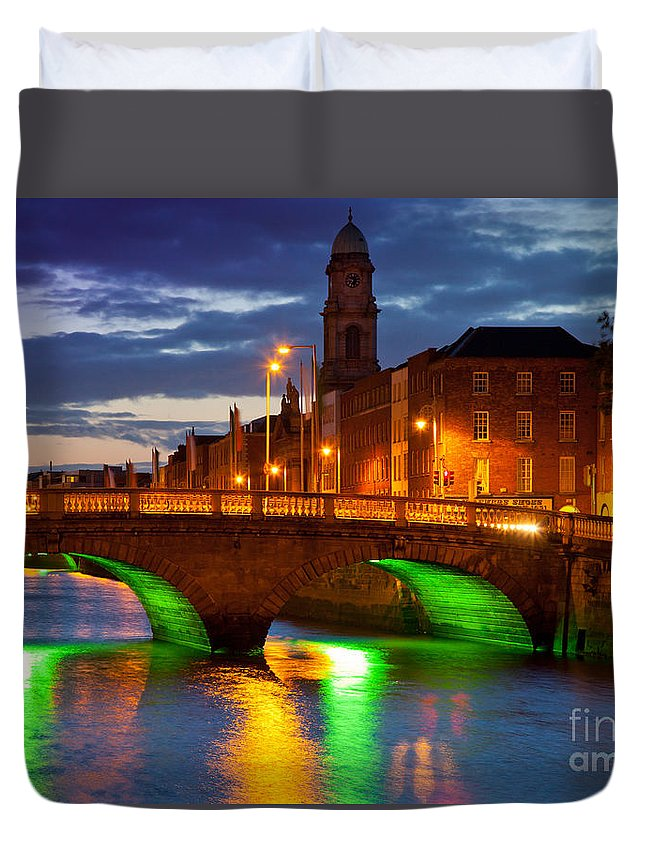 Dublin Duvet Cover featuring the photograph Father Matthew Bridge by Inge Johnsson