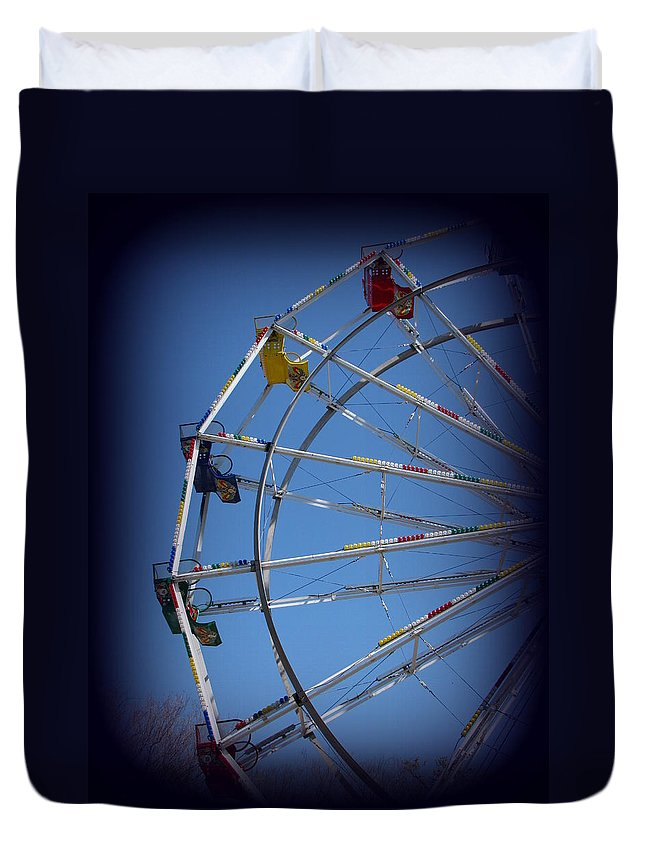 Ferris Wheel Duvet Cover featuring the photograph Ferris Wheel II by Beth Vincent