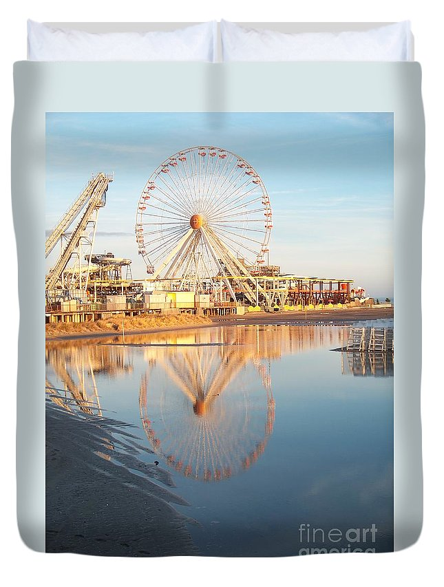 Ferris Wheels Duvet Cover featuring the photograph Ferris Wheel Jersey Shore 2 by Eric Schiabor