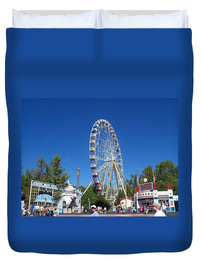 Duvet Cover featuring the photograph Ferris Wheel by Kelly Awad