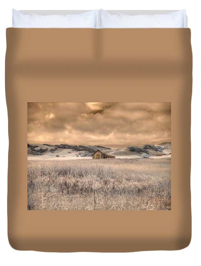 Barn Duvet Cover featuring the photograph Fields Of Gold by Jane Linders