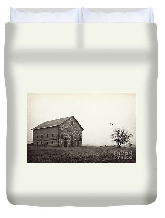Barn Duvet Cover featuring the photograph Filley Stone Barn 2 by Pam Holdsworth