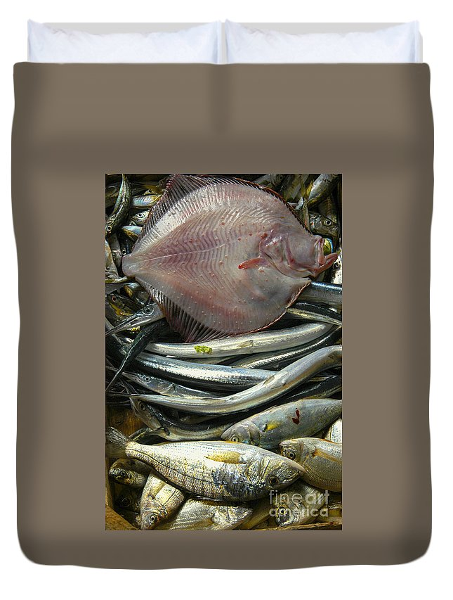 Istanbul Turkey Market Turkish Fish Markets Fishes Fresh Seafood Food Foods Flounder Flounders Still Life Duvet Cover featuring the photograph Floundering by Bob Phillips
