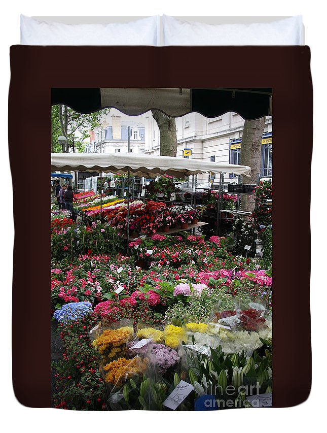 Flowermarket Duvet Cover featuring the photograph Flowermarket - Tours by Christiane Schulze Art And Photography