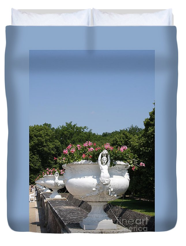 Basin Duvet Cover featuring the photograph Flowerpots In A Row - Chateau Chenonceau by Christiane Schulze Art And Photography