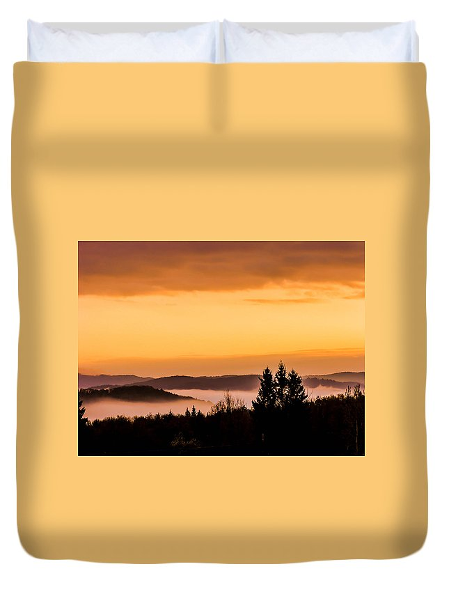 Sunrise Duvet Cover featuring the photograph Fog Below by Sherman Perry