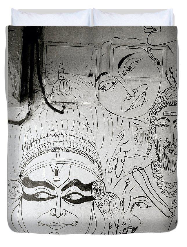 Graffiti Duvet Cover featuring the photograph Cochin Graffiti by Shaun Higson