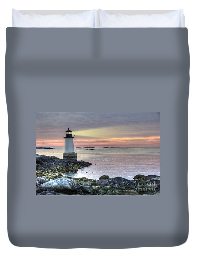 America Duvet Cover featuring the photograph Fort Pickering Lighthouse At Sunrise by Juli Scalzi
