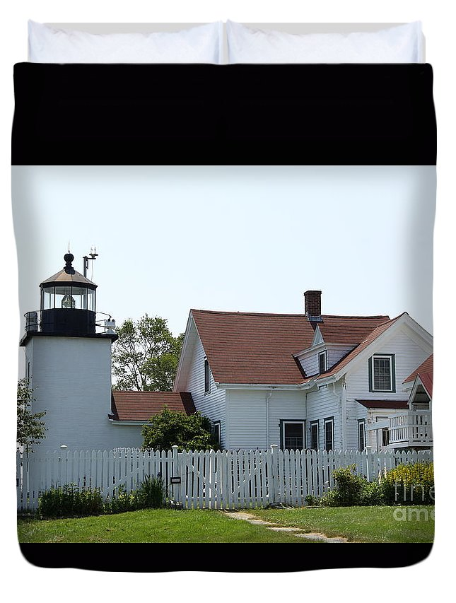 Fort Point Light Duvet Cover featuring the photograph Fort Point Lighthouse by Christiane Schulze Art And Photography
