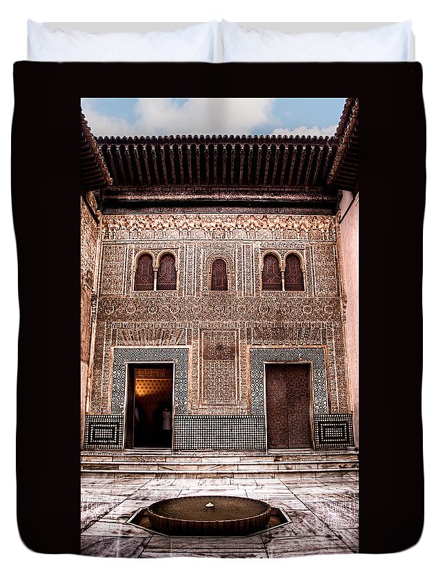 Alhambra Duvet Cover featuring the photograph Fountain In A Marble Court by Weston Westmoreland