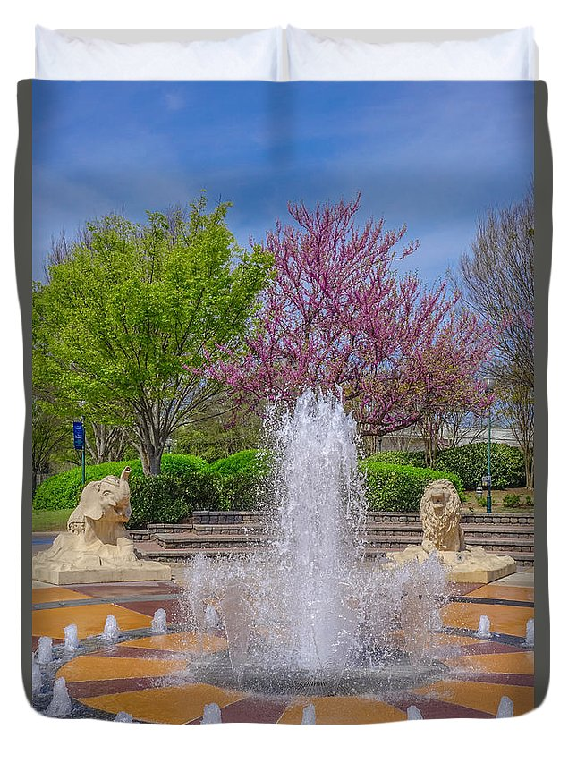 Chattanooga Duvet Cover featuring the photograph Fountain In Coolidge Park by Tom and Pat Cory