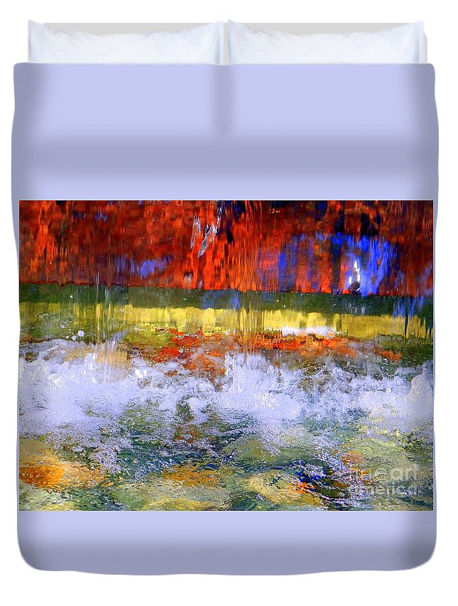 Abstract Duvet Cover featuring the photograph Fountain Splash by Ed Weidman