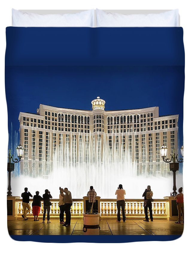 People Duvet Cover featuring the photograph Fountains Of Bellagio, Bellagio Resort by Sylvain Sonnet