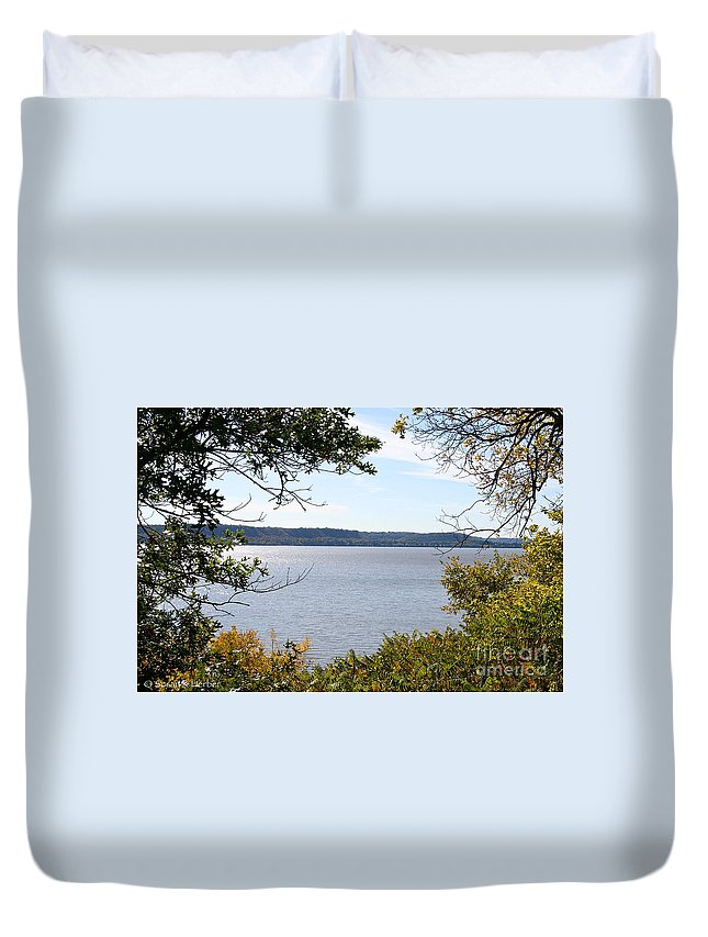 Flower Duvet Cover featuring the photograph Framed by Susan Herber