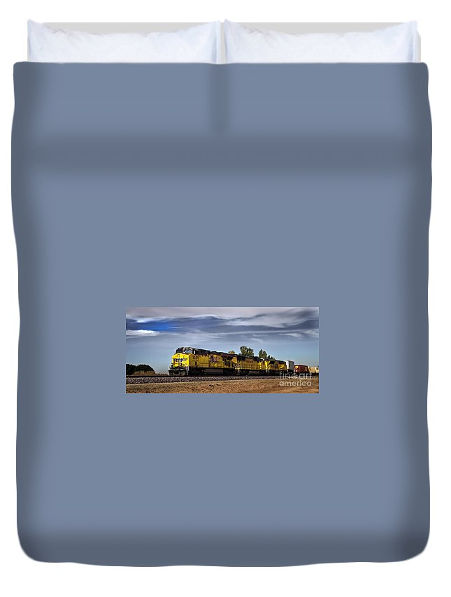 Train Duvet Cover featuring the photograph Freight Train 5509 by Robert Bales