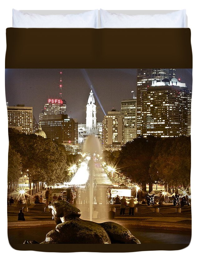 Art Museum Philadelphia Lights Nighttime Duvet Cover featuring the photograph Friday On The Art Museum Steps by Alice Gipson
