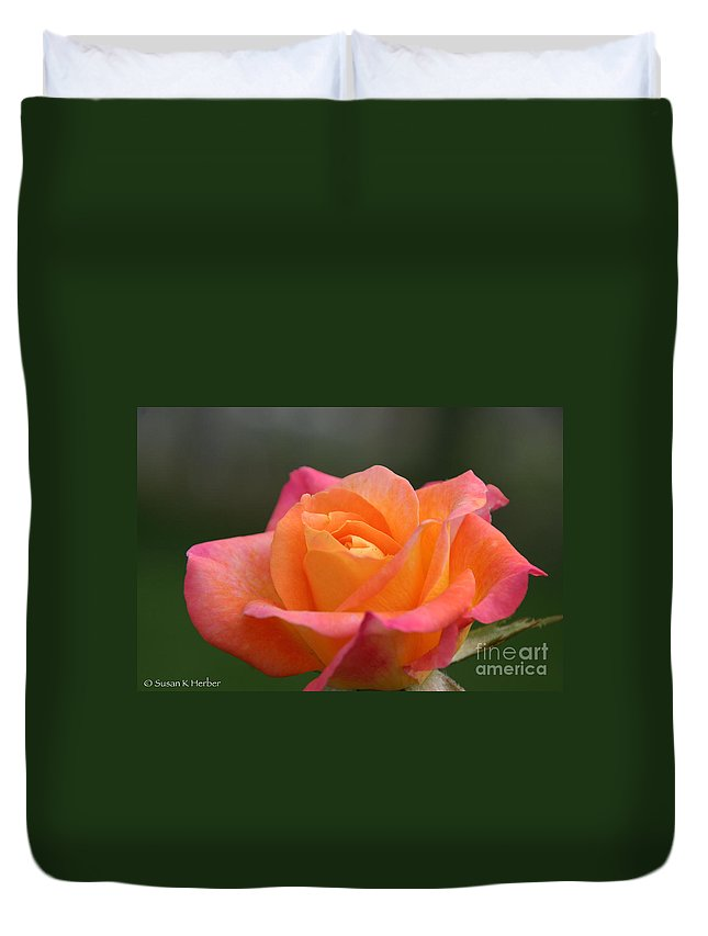 Flower Duvet Cover featuring the photograph Friday's Find by Susan Herber