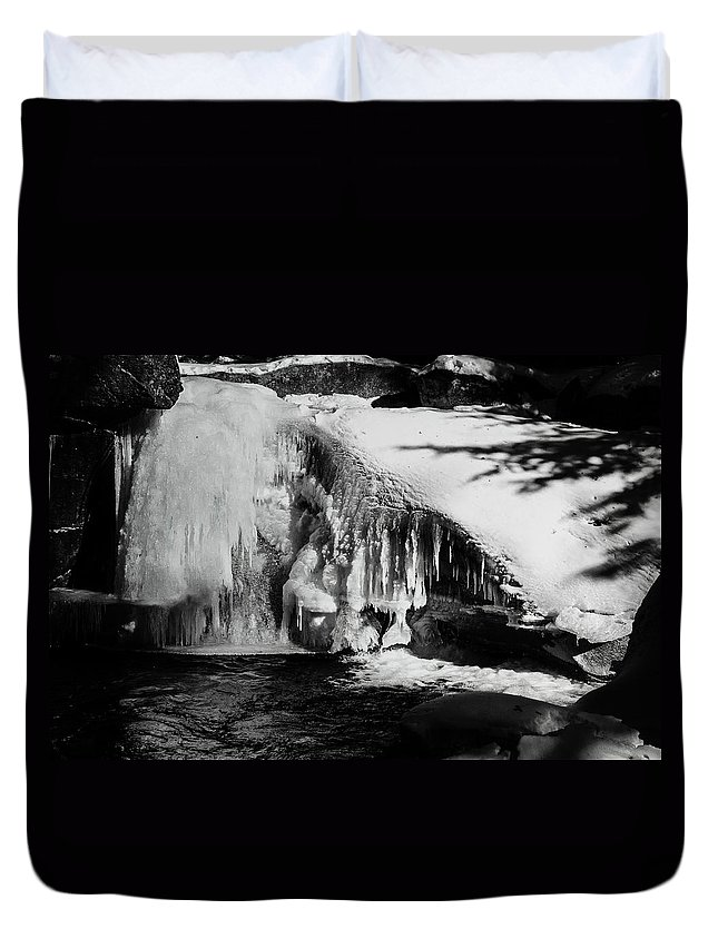 Franconia Notch Duvet Cover featuring the photograph Frozen Basin by Susan Capuano