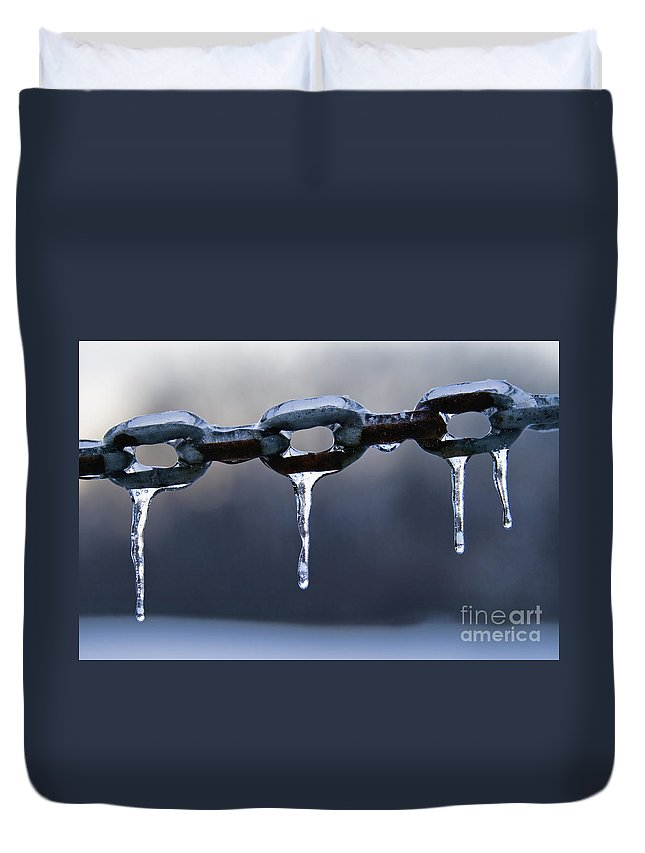 Chain Duvet Cover featuring the photograph Frozen Chains - D008816 by Daniel Dempster