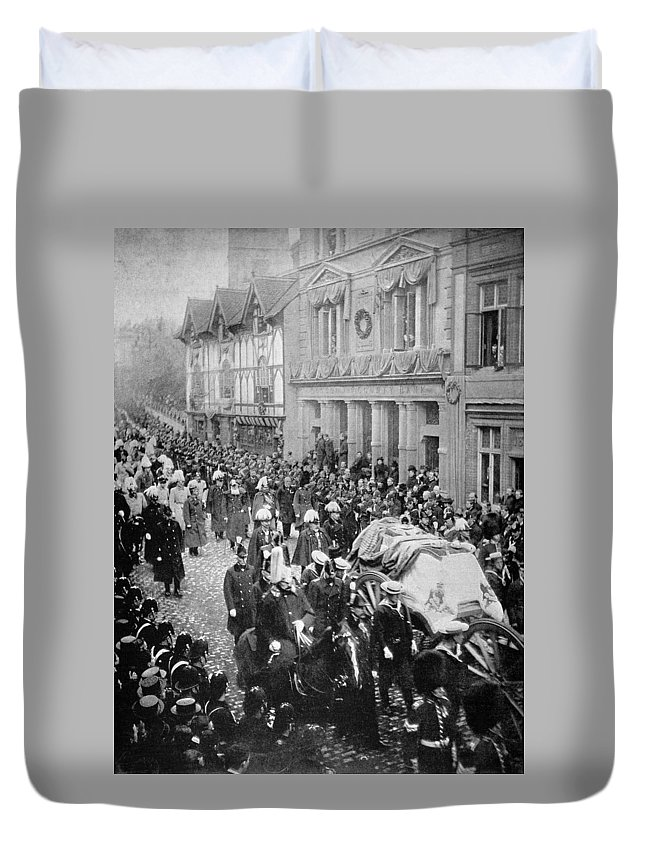 1901 Duvet Cover featuring the photograph Funeral Of Queen Victoria by Granger