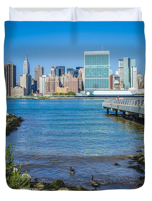 Landscape Duvet Cover featuring the photograph Gantry Plaza State Park by Theodore Jones