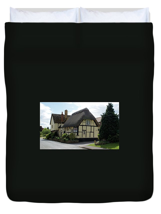 Pub Duvet Cover featuring the photograph Gardeners Arms by Ron Harpham