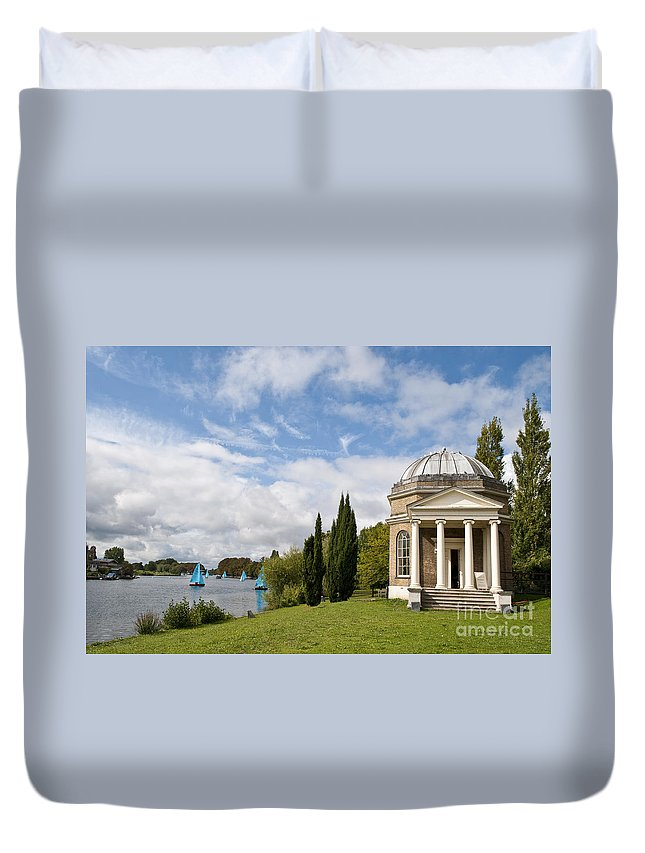 18th Century Duvet Cover featuring the photograph Garricks Temple To Shakespeare by Lana Enderle
