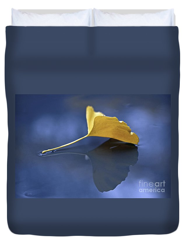 Gingko Duvet Cover featuring the photograph Gingko Leaf by Maria Ismanah Schulze-Vorberg