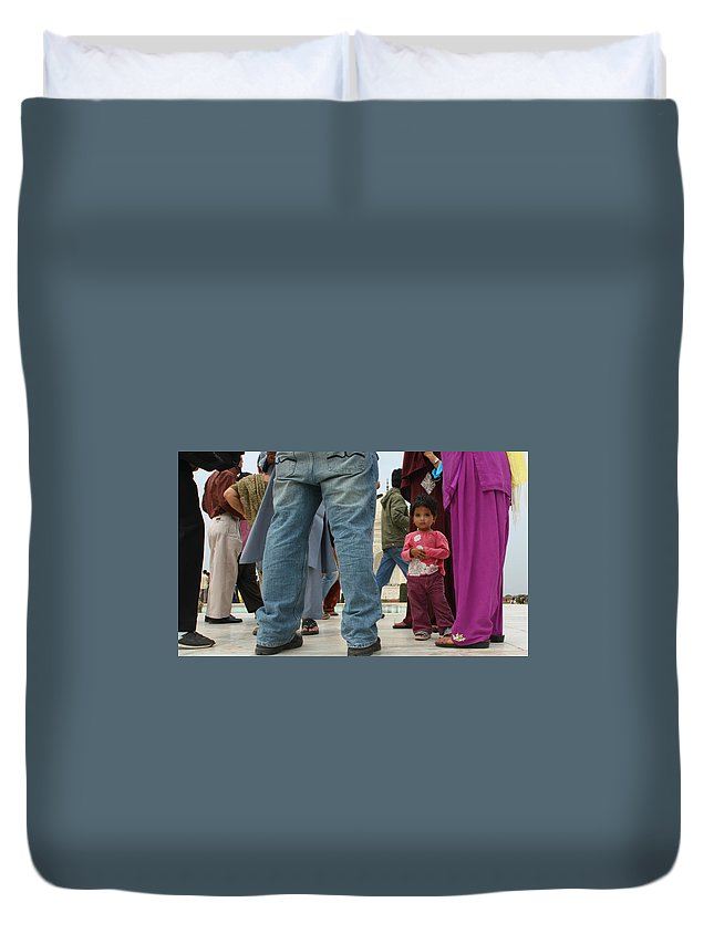 Street Photography Duvet Cover featuring the photograph Girl With Family At Taj Mahal by Amanda Stadther