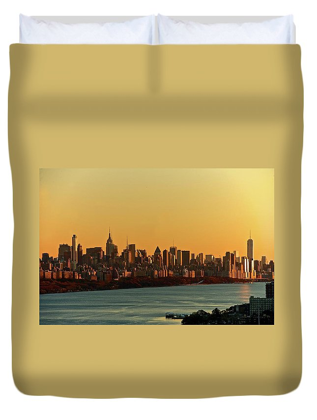 Tranquility Duvet Cover featuring the photograph Golden Sunset On Nyc Skyline by Robert D. Barnes