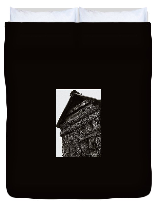 Outhouse Duvet Cover featuring the photograph Gotta Go by David Sanchez